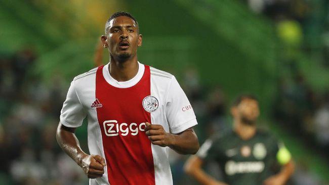 Pemain Ajax, Sebastien Haller, untuk sementara memimpin daftar Top skor Liga Champions setelah mencetak empat gol dalam pertandingan melawan Sporting Lisbon.