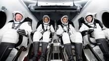 Cerita Turis SpaceX ke Luar Angkasa dan Kelilingi Orbit Bumi