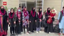 VIDEO: Pemain Sepak Bola Wanita Afganistan Cari Suaka Politik