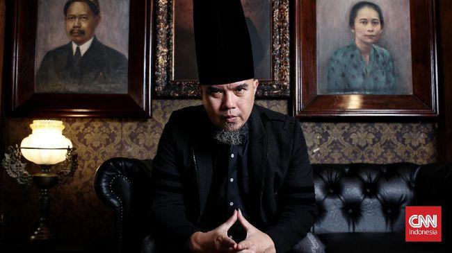 Dhani kerap disebut sebagai musisi yang genius, baik dari caranya membuat musik begitupun menjalankan bisnis musik.
