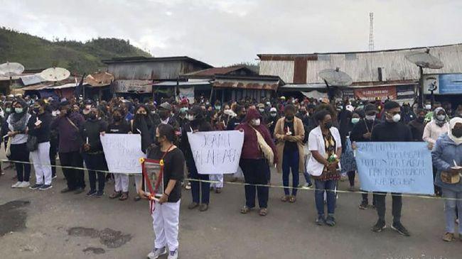Sebanyak 250 tenaga kesehatan di Oksibil, Pegunungan Bintang, Papua, menggelar aksi long march sebagai penghormatan pada korban kekerasan KKB.