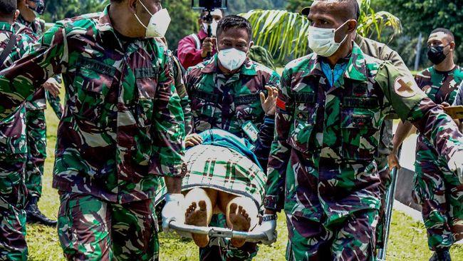 Polisi berhasil mengevakuasi jenazah nakes Gabriella Maelani yang diduga tewas karena penyerangan KKB di di Distrik Kiwirok, Papua.