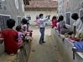 FOTO: Menyulap Jalanan India Jadi Kelas Sekolah