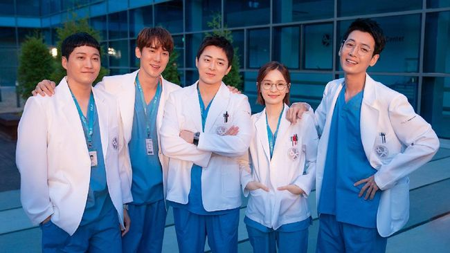 Lima pemeran utama dalam drama Hospital Playlist 2 mengutarakan salam perpisahan usai musim ini berakhir.