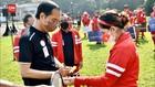 VIDEO: Leani Ratri Beri Jokowi Raket dan Minta Tanda Tangan