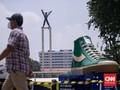 Tugu Sepatu Raksasa Dicopot di Tiga Titik Jakarta