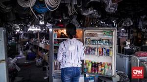 FOTO: Mal Rongsok, Surga bagi Pemburu Barang Bekas di Depok