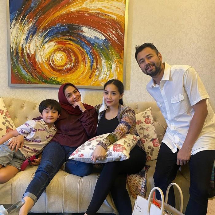 Meski masih berusia 6 tahun, banyak Netizen yang sudah berandai-andai dengan kehidupan masa depan Rafathar. Seperti yang kita tahu, ia dilahirkan dari keluarga sukses dengan segudang kekayaan yang dimilikinya. (Foto: Instagram.com/raffinagita1717)