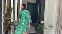 <p>Pasangan Syahnaz dan Jejememiliki rumah dengan desain mewah lho, Bunda. (Foto: YouTube: NisNaz Channel)</p>
