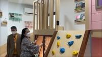 <p>Syahnaz juga pamerkan satu ruang khusus untuk anak kembarnya, Bunda. Katanya, karena pandemi COVID-19,ruang ini jadi pengganti <em>playground</em> yang ditutup. (Foto: YouTube: NisNaz Channel)</p>