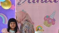 <p>Selamat ulang tahun ke-5, Vania. Kita doakan semoga ia tumbuh menjadi anak yang membanggakan orang tuanya ya, Bunda.(Foto: Instagram @vennamelindareal)</p>