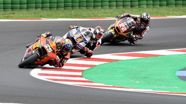 Raul Fernandez menang Moto2 San Marino 2021 dengan mengalahkan rekan setimnya di KTM, Remy Gardner, pada balapan di Sirkuit Misano.