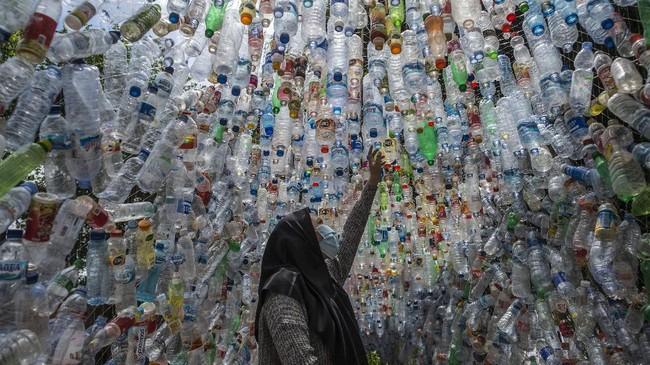 FOTO: Melihat Museum Sampah Ribuan Plastik di Gresik