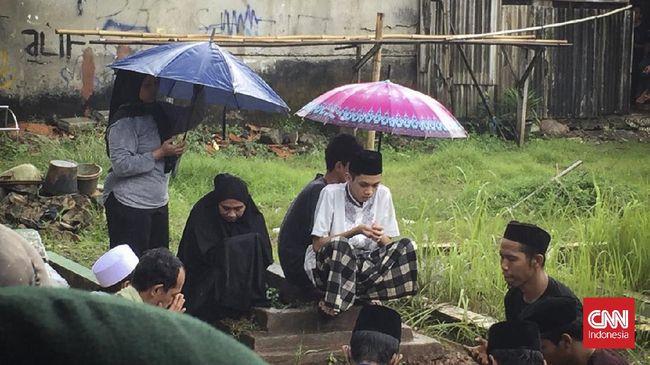 Polisi menangkap pelaku penembakan terhadap seorang tokoh agama berinisial A (43) atau kerap disapa ustaz Alex di Kota Tangerang.