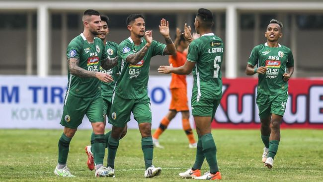 PSS Sleman menang daramatis 2-1 atas Arema FC pada pertandingan pekan ketiga Liga 1 2021 di Stadion Pakansari, Cibinong, Minggu (19/9).