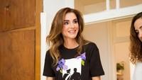 <p>Meski usianya sudah berkepala lima dan menjadi Bunda dari empat anak, penampilan Queen Rania masih terlihat fresh dan awet muda. Parasnya sangat cantik dan kerap menuai pujian. (Foto: Instagram @queenrania)</p>