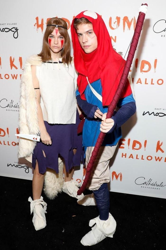 Bukan cuma bergaya glamor dan kasual, mereka juga menang dalam kostum Halloween! Terinspirasi dari film Princess Mononoke, mereka hadir ke Pesta Halloween Heidi Klum tahun 2019 sebagai dua tokoh utama film itu. Foto: pinterest.com/Entertainment Weekly