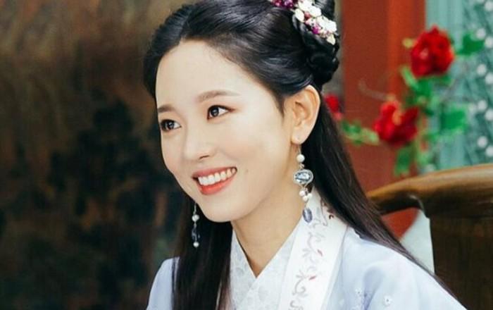 Kang Ha Na yang semakin bersinar dalam drama Start Up (2020), pernah berperan sebagai Hwangbo Yeon Hwa dalam drama Moon Lovers: Scarlet Heart Ryeo (2016)./Foto: SBS Drama