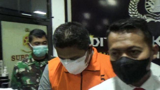 Sumur minyak ilegal di Batanghari, Jambi meledak dan membakar lahan seluas 2 hektare. Seorang anggota polisi diduga ikut terlibat.