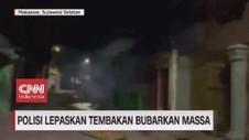 VIDEO: Polisi Lepaskan Tembakan Bubarkan Massa