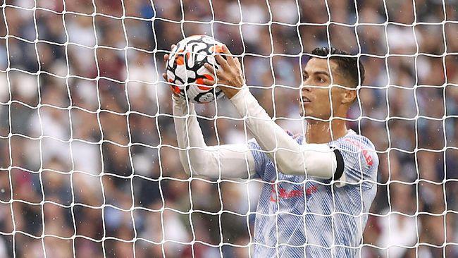 Cristiano Ronaldo menunjukkan ketajaman di Manchester United dengan gol-gol di muka gawang yang diidentikkan dengan 'bola nemu'.