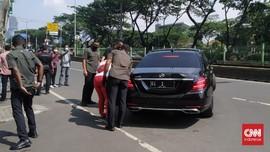 Mobil Jokowi Berhenti Saat Warga Minta Rusun Pasar Rumput