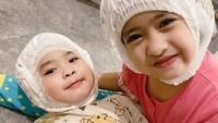 <p>Banyak netizen yang mengaku gemas melihat tingkat Khadeejah dan Ibrahim nih. Bunda bagaimana? (Foto: Instagram @okisetianadewi)</p>