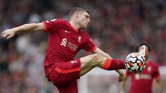 Gelandang senior Liverpool James Milner disebut setara dengan Cristiano Ronaldo sebagai pemain yang bersinar bersama Manchester United pada musim ini.