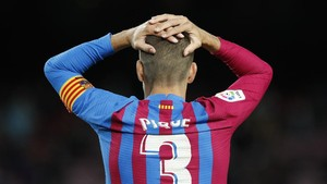 Meme Lucu Pique Mendadak Jadi Striker Barcelona