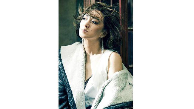 Aktris Gong Li dinobatkan menjadi global brand ambassador untuk label perhiasan dunia Cartier.