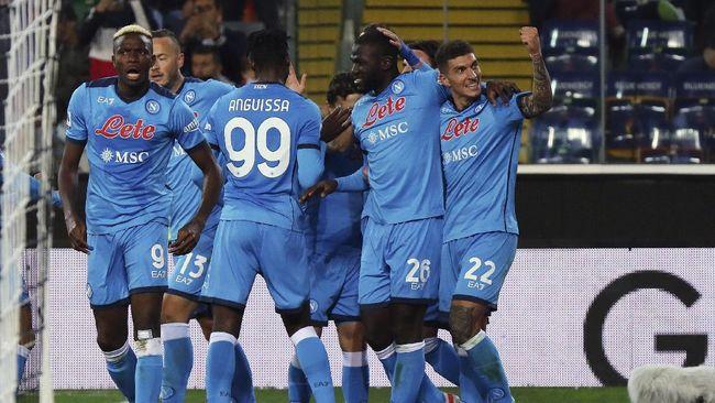 Napoli berhasil menjadi pemuncak klasemen Liga Italia usai menang lawan Udinese. Berikut klasemen Serie A.
