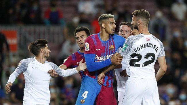 Pelatih Barcelona Ronald Koeman menyatakan timnya tak lagi bisa mempertahankan strategi tiki-taka yang selama ini jadi ciri khas Blaugrana.