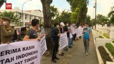 VIDEO: Pengungsi Afganistan Demo Kantor Gubernur Sumut