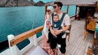 """<p>Irwansyah sendiri juga menikmati momen liburan bersama keluarganya tersebut, Bunda. Ia ungkap bersyukur karena bisa bahagiakan anak dan istri. """"Seneng banget bs membuat mrk bahagia , terimahasih ya Allah buat semua yg kau berikan kepada kami,"""" tulisnya, dikutip dari akun @irwansyah_15 pada Selasa (21/9/2021). (Foto: Instagram @irwansyah)</p>"""