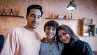 """<p>Donna ungkap bahwa anak-anaknya terlihat tak miliki minat masuk ke dunia hiburan, Bunda. Oleh karenanya, mereka enggan memaksa ketika ada permintaan syuting bertema keluarga. """"Tanya dulu sama anak-anak, kalau mereka enggak mau ya cari anak lain (buat syuting),"""" tutur Donna Agnesia dalam Intimate Interview bersama HaiBunda beberapa waktu yang lalu. (Foto: Instagram)</p>"""