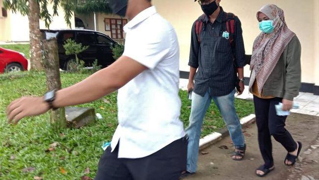 Bupati Kolaka Timur, Sulawesi Tenggara, Andi Merya Nur, bersama lima orang lainnya yang terjaring Operasi Tangkap Tangan (OTT) telah tiba di Gedung KPK