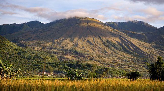 Jalur wisata dan pendakian di Gunung Guntur saat ini terpaksa ditutup hingga batas waktu yang belum ditentukan