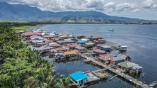 Keindahan 'Desa Sagu' di Tengah Danau Sentani Papua