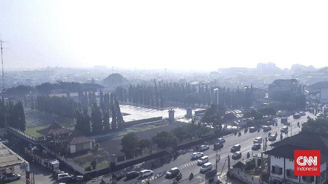 Kota Palembang sempat diselimuti kabut asap sekitar pukul 06.00 sampai 09.00 WIB, akibat karhutla yang terjadi sehari sebelumnya.