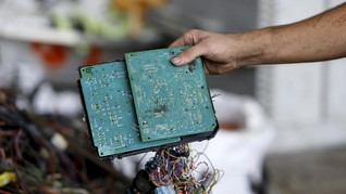 FOTO: Cara Warga Palestina Olah Limbah Elektronik Jadi Fulus