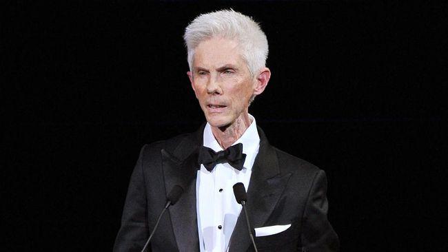 Jurnalis fashion sekaligus pasangan Tom Ford, Richard Buckley meninggal dunia di usia 72 tahun, Selasa (21/9).