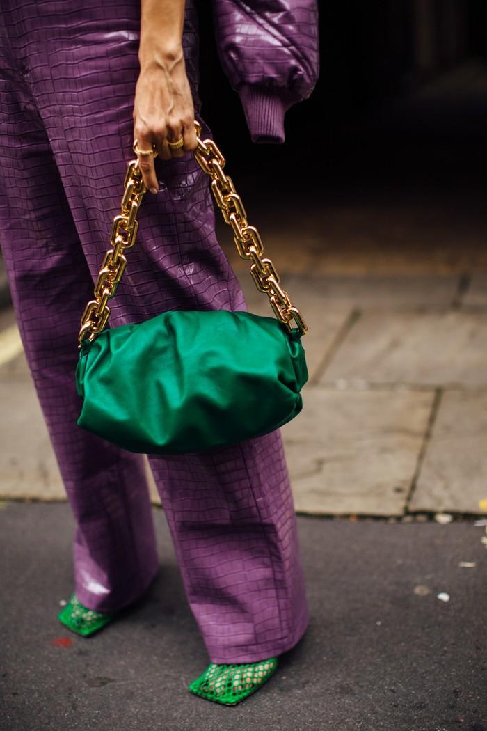 Kombinasi sempurna antara hijau dan ungu menciptakan tampilan yang chic dan understated. Foto: livingly.com/IMAXtree