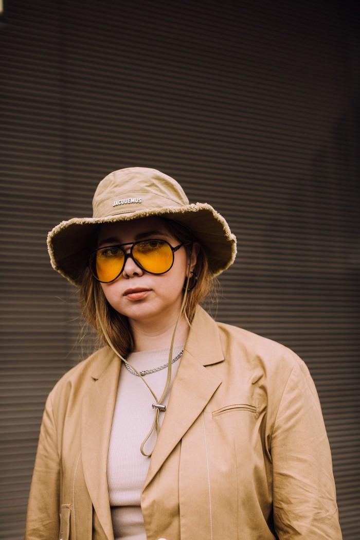 Tren sunglasses kembali merujuk ke ukuran frame besar bernuansa vintage seperti aviator. Foto: livingly.com/IMAXtree