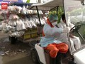 VIDEO: Biksu Thailand Berbagi Sembako Kala Krisis Covid