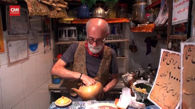 VIDEO: Mengunjungi Kedai Teh Terkecil dan Tertua di Teheran