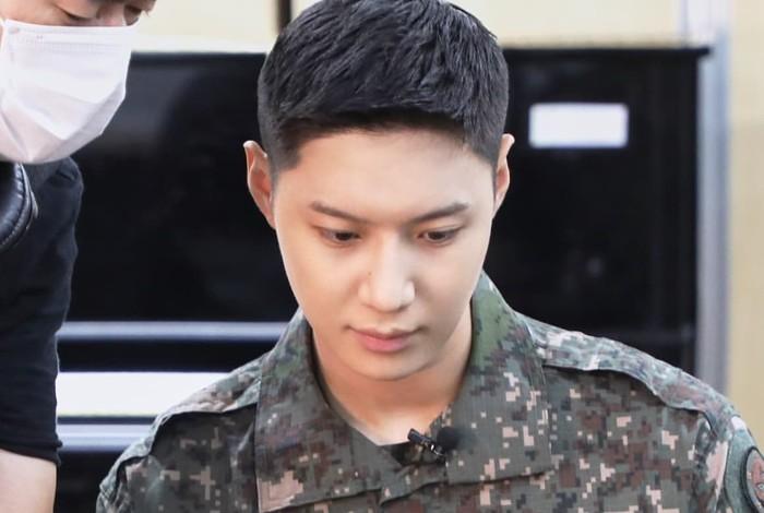 Tidak sembarang orang bisa bergabung dengan band militer, karena butuh kemampuan musikalitas yang tinggi. Taemin sendiri menyanyikan lagu 'Resignation' dari grup BIG MAMA yang terkenal sulit, ketika tes masuk band militer / foto: instagram.com/mma_go_kr