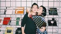 <p>Meski begitu, pasangan ini sempat memamerkan kemesraan mereka melalui beberapa foto di Instagram. (Foto: Instagram @evacelia)</p>