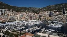 FOTO: Antusiasme Turis Kaya Jajan Yacht di Monako