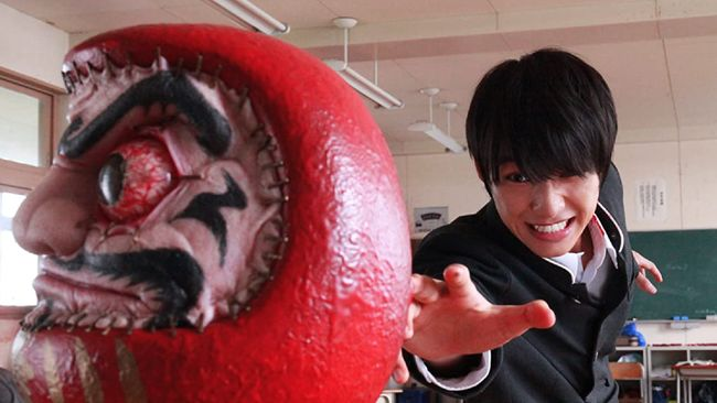 Sinopsis As The Gods Will dimulai dari seorang siswa SMA bernama Shun Takahata (Sota Fukushi) kerap menghabiskan waktu dengan memainkan gim video yang sadis.