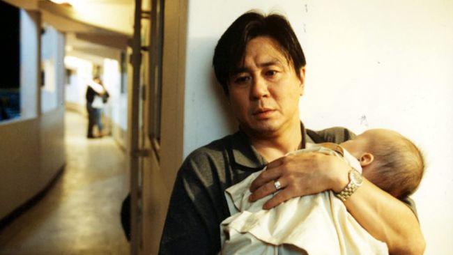Sinopsis Happy End (1999) mengisahkan seorang istri (Jeon Do-yeon) yang berselingkuh ketika sang suami (Choi Min-sik) kesulitan mencari pekerjaan baru.